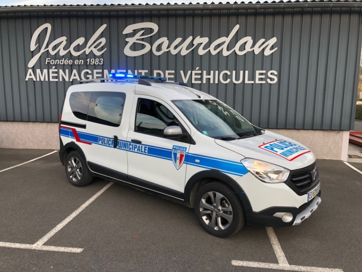 jack bourdon - police municipale - dacia lodgy